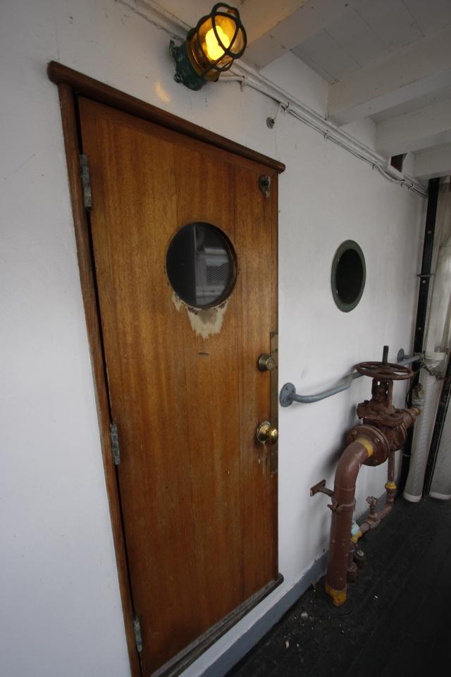Weathered door, Hitz photo